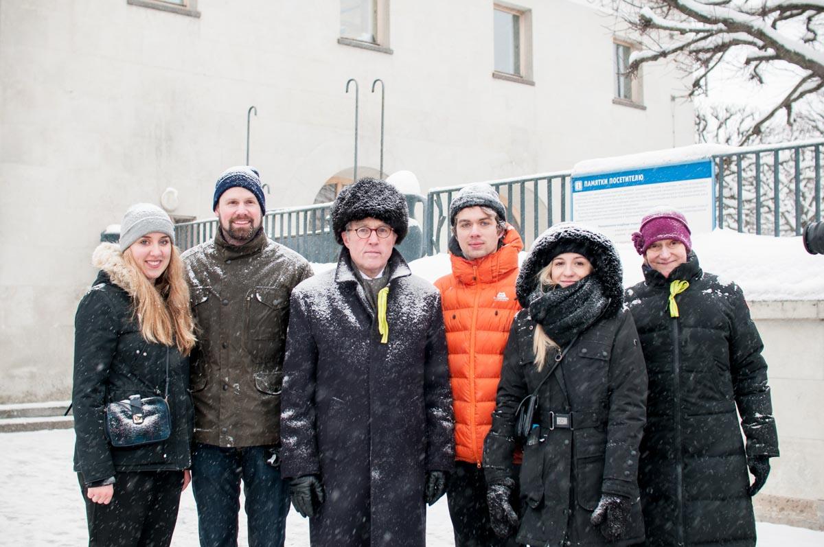 Botschafter Rüdiger von Fritsch und Generalkonsulin Eltje Aderhold mit deutschen Jugendlichen. Januar2019