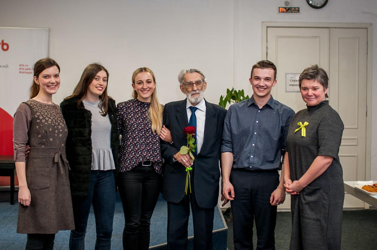 Deutsche Jugendliche danken den Blockadeopfern. Februar2019